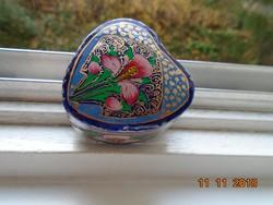 KASHMIRI Kézzel festett,arany és virágmintákkal,szív alakú papírmasé lakk ékszertartó