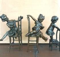 Játszadozó gyerekek - bronz szobrok