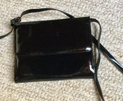 Salamander fekete vintage lakk táska,levehető vállpántal.