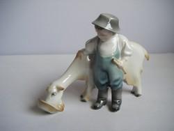Ritka festésű Zsolnay figura