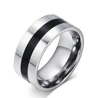 Ezüst színű nemesacél gyűrű, fekete titánium közép sávval