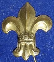 Cserkész jelvény koronás,kabáthajtűs, bronz, magassága:27mm,szélesége 24mm,