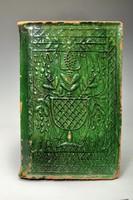Erdélyi ( Almás ) zöld mázas kályhacsempe. M.J. 1892.Jelzett