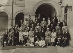 0U008 Régi feketefehér fotográfia csoportkép 40 fő