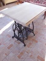 Varrógépasztal