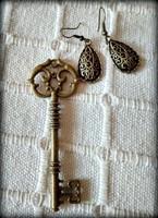 Vintage stílusú kulcs medál, fülbevalóval