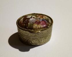 Jelenetes porcelán betétes gyógyszerdoboz 48.