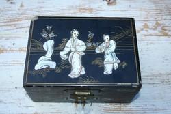 Japán lakkfestett díszdoboz a XIX. század végéről