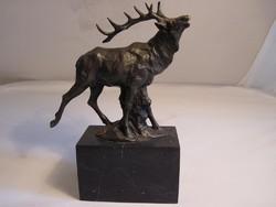 Gyönyörű szarvas bronzszobor