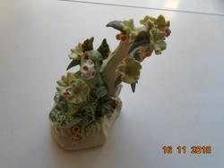 Zöld sárkány plasztikusan kiemelkedő virágok árnyékában,lakásdísz-14 cm