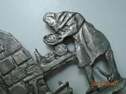HAEBERLEIN METZGER neves Nürnbergi mézeskalács gyár középkori pék ón alakja korabeli kemencével