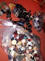 Több száz darab régi gomb