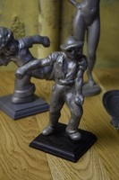 Munkásembert ábrázoló szobor