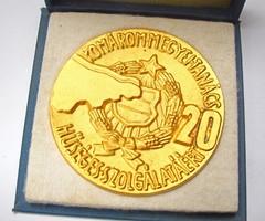 Komárom-megyei tanács hűséges szolgálatáért. 20 év jubileumi plakett.