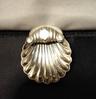 Ezüst kagyló alakú kínáló