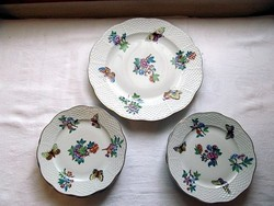 Viktória mintázatú, herendi porcelán, 6 db tányér és süteményes készlet