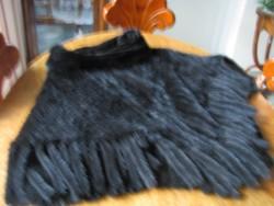 Csodaszép fekete hurkolt NERC pelerin, nerc rojtokkal