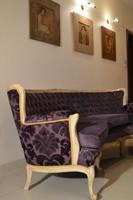 Neobarokk háromszemélyes ívelt kanapé, felújítva