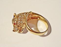 Macskafejes aranyozott ezüst gyűrű sok kővel ékített