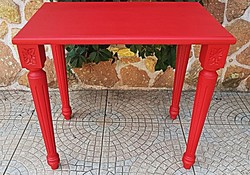 Rubin piros asztalka