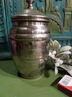 Régebbi kávétartó edényke , megpatinásodott fémből .