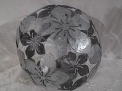 Dekorgömb - bádog - vastag anyagból - csipkehatású - függeszthető - átmérő 13 cm