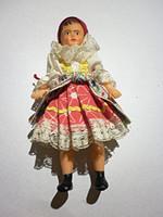 Babaházi csipke ruhás baba a hetvenes évekből