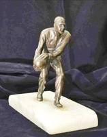 Sportoló férfi alakos bronzszobor, fehér márvány talpon