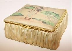 Ékszertartó doboz keleti motívumokkal díszítve