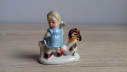 Wagner & Apel porcelán kislány kakassal