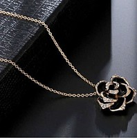 18K aranyozott (GP) fekete rózsa medál lánccal