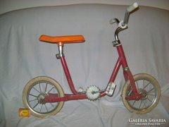 Régi, rugós gyermek kerékpár