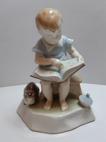 Zsolnay Sinkó féle könyvet olvasó kisfiú hibátlan