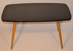 Retro fekete bükkfa asztal.