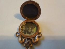 Antik kinyitható medál 14 k arannyal bevonva