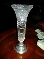 Gyönyörű csiszolt hibátlan antik kristály váza fém talpon