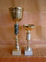 2 db fém serleg, kupa márvány talpon 27 és 40 cm magasak