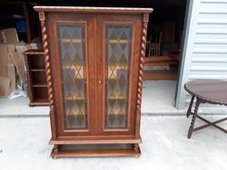 Eladó egy vitrines koloniál  komód, tálaló . Bútor szép állapotú, vastag anyagból készült. Méretei:9