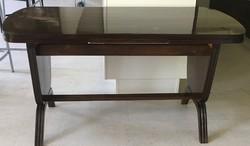 Állítható magasságú és hosszúságú politúrozott asztal