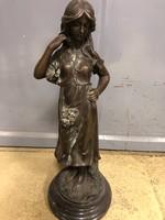 Bronz szobor nő