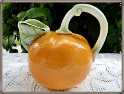 Ritka, különleges, francia narancs formájú  majolika kancsó, kiöntő az 1960-as évekből.