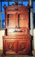 Gyönyörű antik vadászjelenetes,reneszánsz stílusú tálalószekrény!