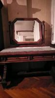 Múlt századfordulós fésülködő asztal
