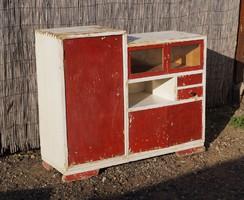 Életnagyságú régi gyerek játék szekrény