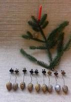 Antik kézimunkával készített dió formájú karácsonyfadíszek gyertyatartók