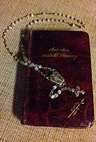 Régi német nyelvű Ima könyv bőr borítással antik gyöngyház rózsafüzérrel egyben