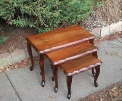 Gyönyörű kecses Neobarokk 3 db -os szervíz asztal kínáló egymásba tolható lerakó asztal!!!
