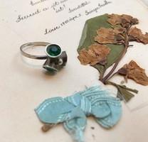 Zöld köves különleges ezüst vintage gyűrű, jelzett 1,6cm belső átm.