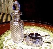Gyönyörű ezüstözött fedeles fűszerkrémes kristály edényke, hozzá fűszerolajos kristálypalack