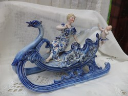 Porcelán szánkó figurákkal...álomszép kékség